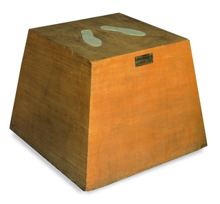 Biografia - Biography, Base magica - Scultura vivente, 1961, legno, 60 × 79 × 79 cm