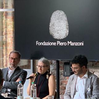 """Presentazione del libro """"Merda d'artista Künstlerscheisse Merde d'artiste Artist's Shit"""", Da sinistra Marco Senaldi, Rosalia Pasqualino di Marineo e Luca Bochicchio."""
