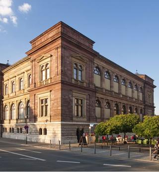 Le iconiche scatolette nei musei di tutto il mondo, Merda d'artista n. 43  Neues Museum Weimar Jorge-Semprún-Platz 5, 99423 Weimar, Germania  ☛ Website