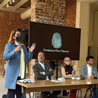 "Presentazione del libro ""Merda d'artista Künstlerscheisse Merde d'artiste Artist's Shit"", Anna Maria Montaldo, Direttrice Museo del Novecento di Milano, ei relatori."