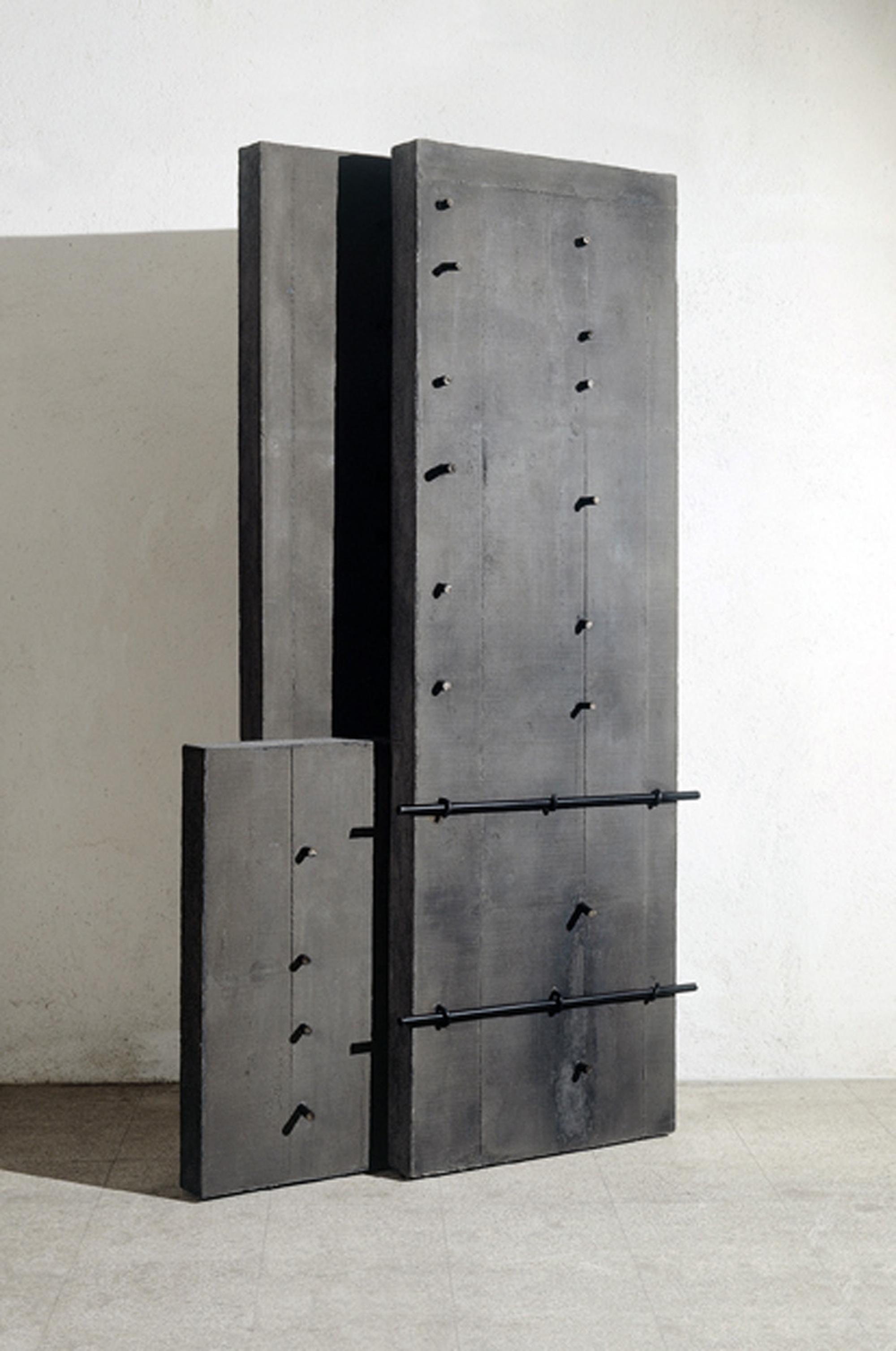 Giuseppe Uncini, Architetture n. 170, 2004 Cemento e ferro 252 × 140 × 42 cm, @Archivio Giuseppe Uncini