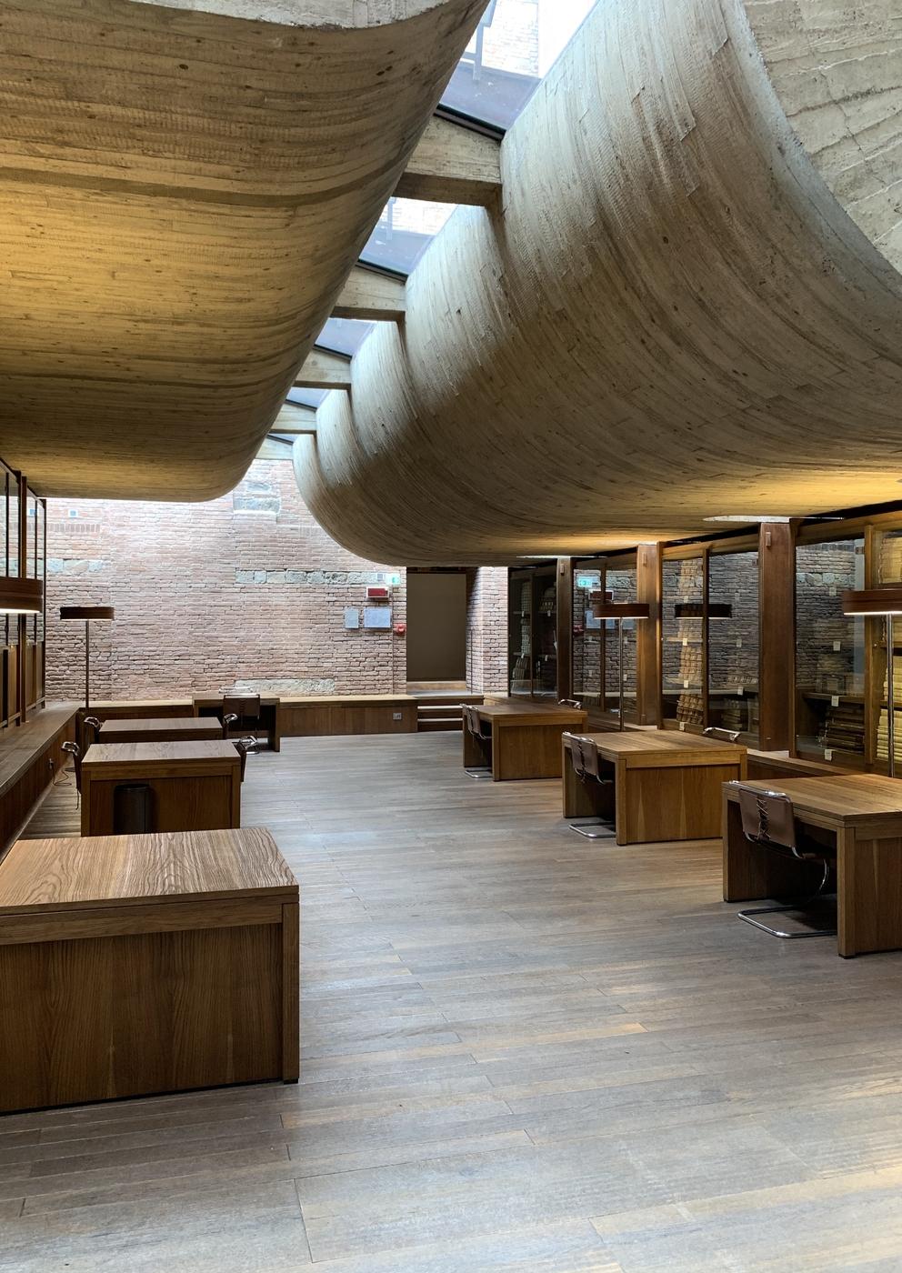 Banca Monte dei Paschi, Sala di consultazione, presso la sede storica del Monte dei Paschi alla Rocca Salimbeni, Siena