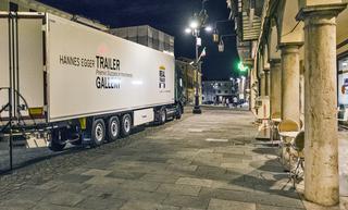 Trailer Gallery, Trailer Gallery in Piazza Castello di Suzzara, Photo © Alberto Laurenzi