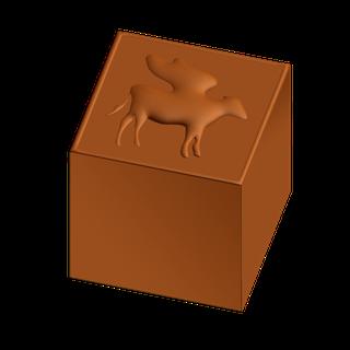 Il dolce del Premio, Ipotesi B: un cioccolatino di forma cubicacontenente un ingrediente a sorpresa (una nocciola, un chicco di caffè, un candito al limone, un pinolo…), tra quelli specificati nell'etichetta.
