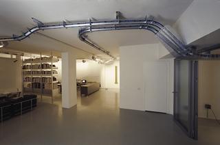 Parassita funzionale, Installazione site-specific per la Galleria Fumagalli, Bergamo, Photo © Giorgio Colombo