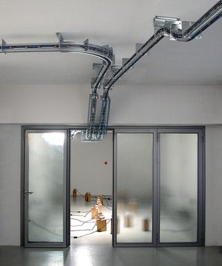 Parassita funzionale, Installazione site-specific per la Galleria Fumagalli, Bergamo, Photo © Alessandro Zanbianchi