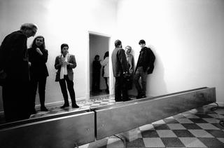 Nastro trasportatore, Installazione alla Galleria Raffaella Cortese, Milano, Photo © Giorgio Colombo