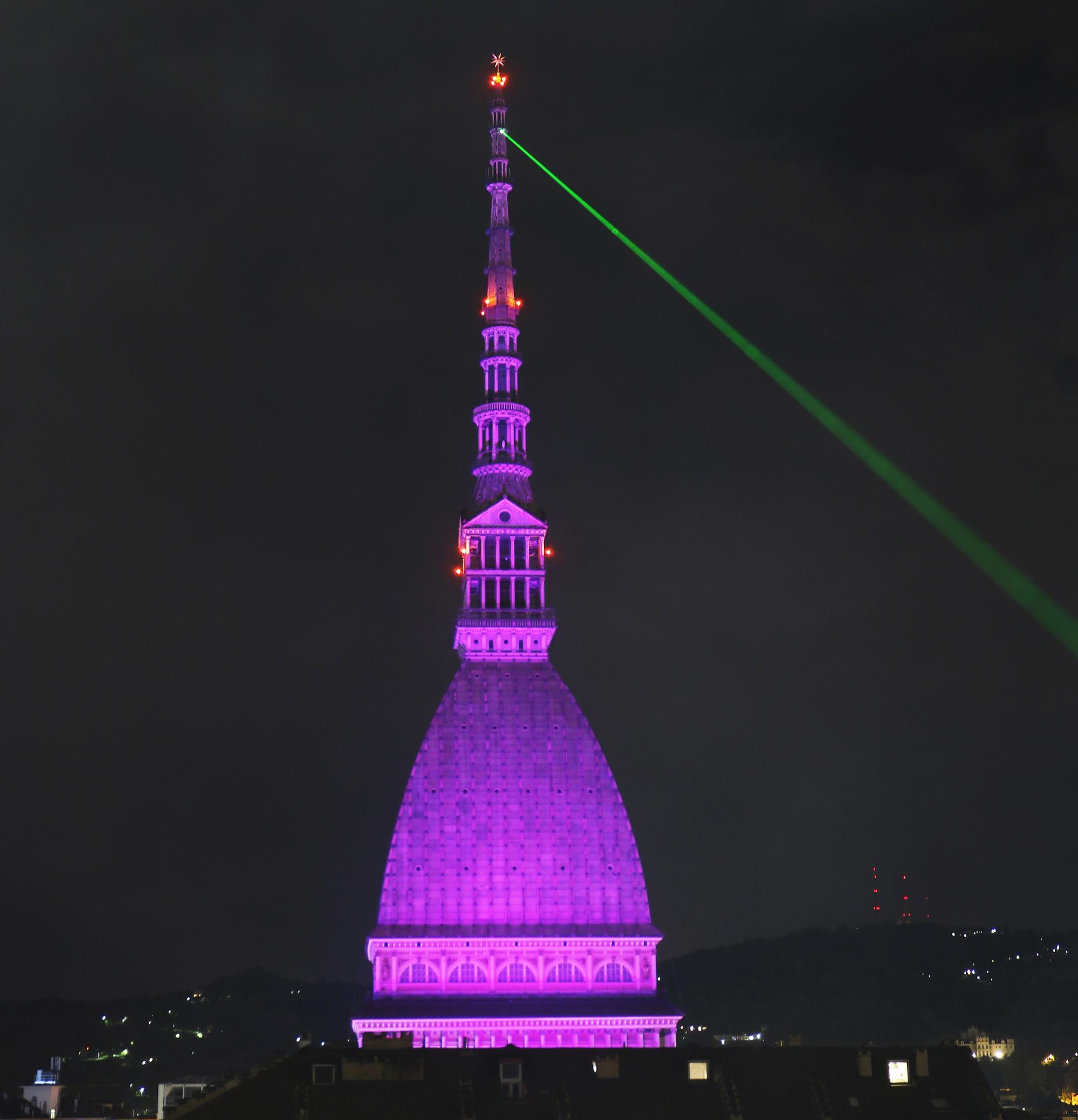Adorabile, Trasmissione morse, clandestina a Torino