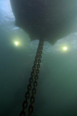Protecziun da la patria, Ispezione subacquea del sistema di ancoraggio al peso morto, Photo © Stefano Dondi