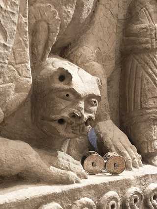 4WD - venti corone danesi, Sarcofago di Sant'Isacco, anonimo scultore XII sec. dalla chiesa di S.Giuliano a Monteluco di Spoleto. Rocca Albornoz - Museo Nazionale del Ducato - Spoleto