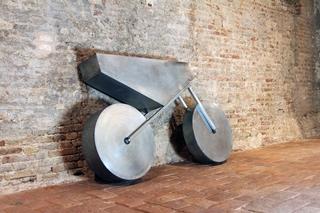 Enduro, Installazione in occasione della mostra, REVOLUTIONS, 1989-2019. L'Arte nel mondo nuovo 30 anni dopo