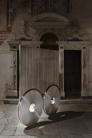 """Sottiletta, Installazione in occasione di """"Erratico"""", 2019 Chiesa di Sant'Agostino, Pietrasanta, Photo © Bart Herreman"""