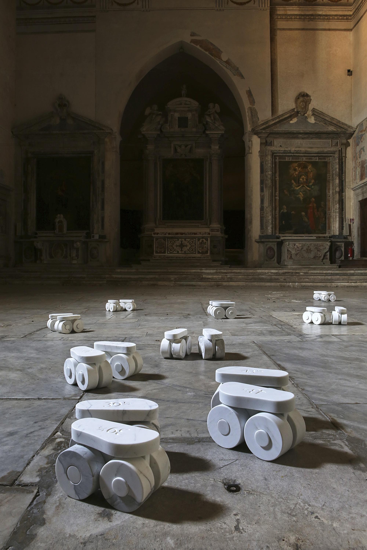 Pattini a rotelle, Installazione alla Chiesa di Sant'Agostino, Pietrasanta, Photo © Bart Herreman