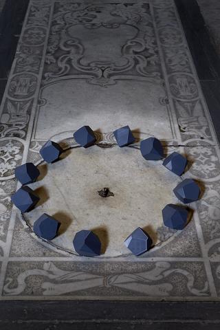 12 tetracaidecaedri irregolari calibro 75, Chiesa di Sant'Agostino a Pietrasanta, Photo © Bart Herreman