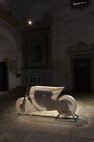Motocicletta, Chiesa di Sant'Agostino, Pietrasanta, Photo © Bart Herreman