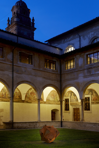Erratico reversibile, Chiostro di Sant'Agostino, Pietrasanta, Photo © Bart Herreman