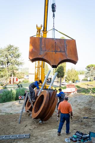 Centrifugo, Sollevamento del corpo superiore per l'assiemaggio delle due parti, Photo © Andrea Testi