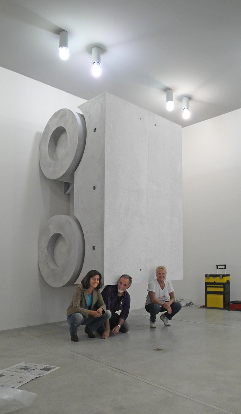 """Monocromo bianco, In allestimento nella galleria """"Fioretto Arte Contemporanea"""", Padova"""
