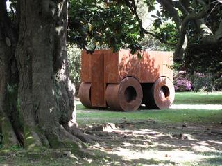 """La 74, Installazione in occasione della mostra """"Il Resto del Tempo"""" nel giardino dell Castello Visconteo di Jerago (VA), 2011"""