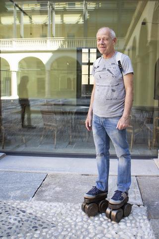 A prova di scemo (autoritratto), Ritratto diDaniel Fuss sui pattini, Photo © Umberto Cavenago