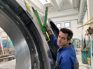 Centrifugo, Morgan Rebuzzi misura l'inclinazione di 30°, Photo © Umberto Cavenago