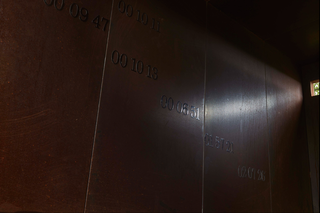 L'alcòva d'acciaio di Umberto Cavenago, Barbara De Ponti Time map, 2015 metal stickers su Cor-Ten, Photo @ Bart Herreman