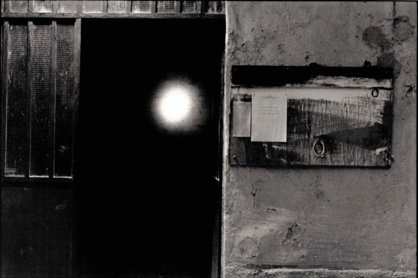 Gianluca Codeghini, Conservare fuori dalla portata, L'ingresso dei percorso, costituito dalle due sale dello spazio. Foto di Davide Bonasia