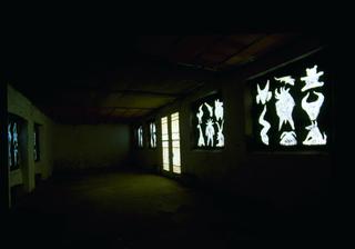 Paolo Canevari, Disegno, Tempera su vetro delle sette finestre, veduta dell'installazione