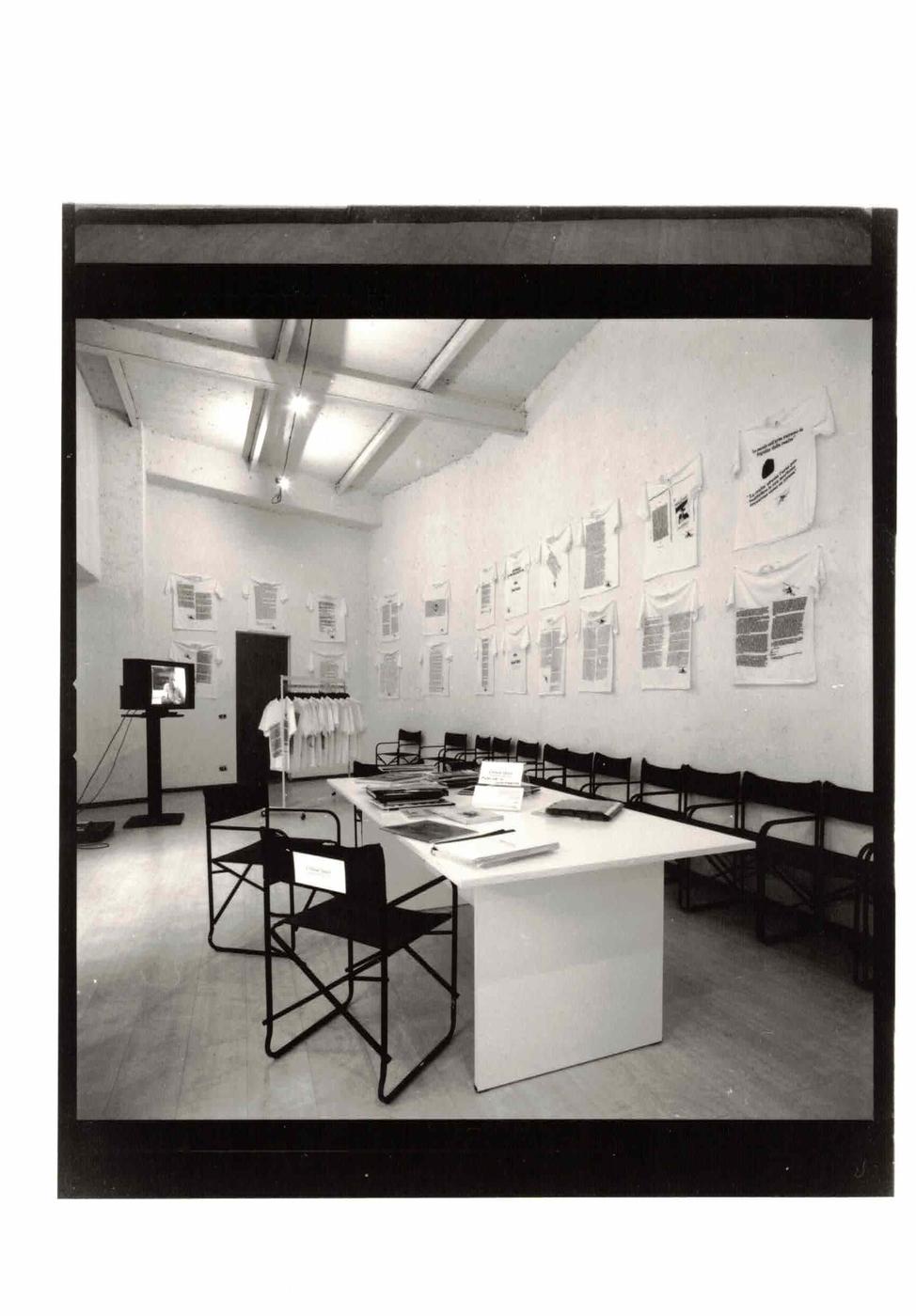 Critical Quest. I giochi di ruolo della critica, Critical Quest, veduta dell'allestimento nello spazio dell'Archivio Viafarini, Milano
