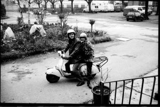 Miltos Manetas, Collegamenti, Miltos Manetas e Vanessa Beecroft, all'epoca sua fidanzata, presso la sede storica di Careof a Cusano Milanino. Foto di Mario Gorni