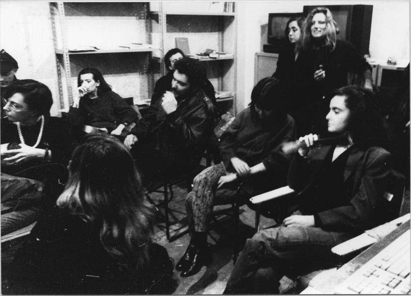 Taglio e cucito, Il critico Cloe Piccoli, la gallerista Emi Fontana, l'artista Luca Quartana assistono all'incontro
