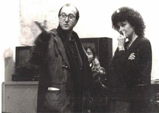 Paola Di Bello, Il circolo virtuoso, Patrizia Brusarosco con un partecipante. Sullo sfondo, Luisella Valtorta (Lella)