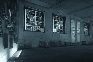 Enzo Umbaca, Incroci di Voci, Lastre di vetro e nerofumo, cm 50 x 50 ciascuna. Foto di Andrea Martiradonna
