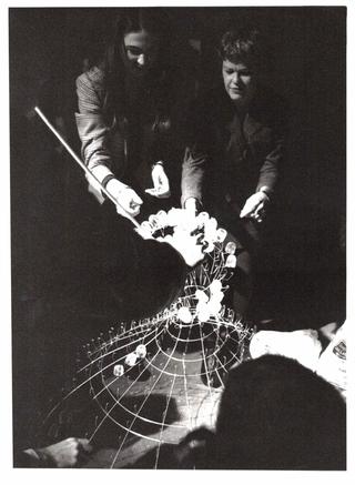 Mary Brogger, Sciogliere, Mary Brogger che installa i cubetti di ghiaccio. Foto di Mario Gorni