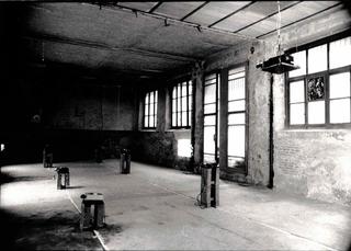 Immagini proiettate, A una finestra dello spazio, una ex tipografia abbandonata da tempo, ancora campeggiava un manifesto con la riproduzione di un dipinto impressionista, Davide Bonasia