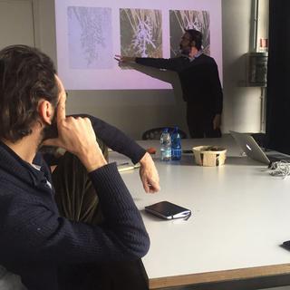 Combinare combinazioni - Laboratorio di filosofia con e per artiste e artisti, Sulla sinistra, Riccardo Arena.