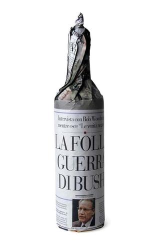 """Paolo Ulian 1990-2009, La folle guerra di Bush,2007 Etichetta per vino realizzata per la mostra """" Message on the bottle"""", Amburgo – Ondesign"""