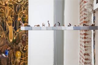 Enej Gala, Prefabrick - Walking with Art Prize 2015, Timemarker, 2016 legno, das, colori ad olio Foto: Federica Boffo