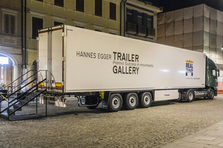 Trailer Gallery Premio Suzzara, L'allestimento di Trailer Gallery in Piazza Castello a Suzzara. Photo © Alberto Laurenzi