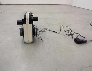 VIR Viafarini-in-residence, Alberto Tadiello, John Barbour, SWITCH, 2008 Casse audio, cavi, trasformatore di voltaggio Dimensioni varie
