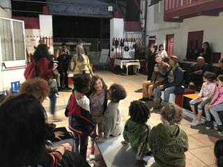 Intercultura - Capitolo 19 Un anno dopo: le attività fioriscono, Sfilata nel cortile della Cascina C.I.Q., ottobre 2018