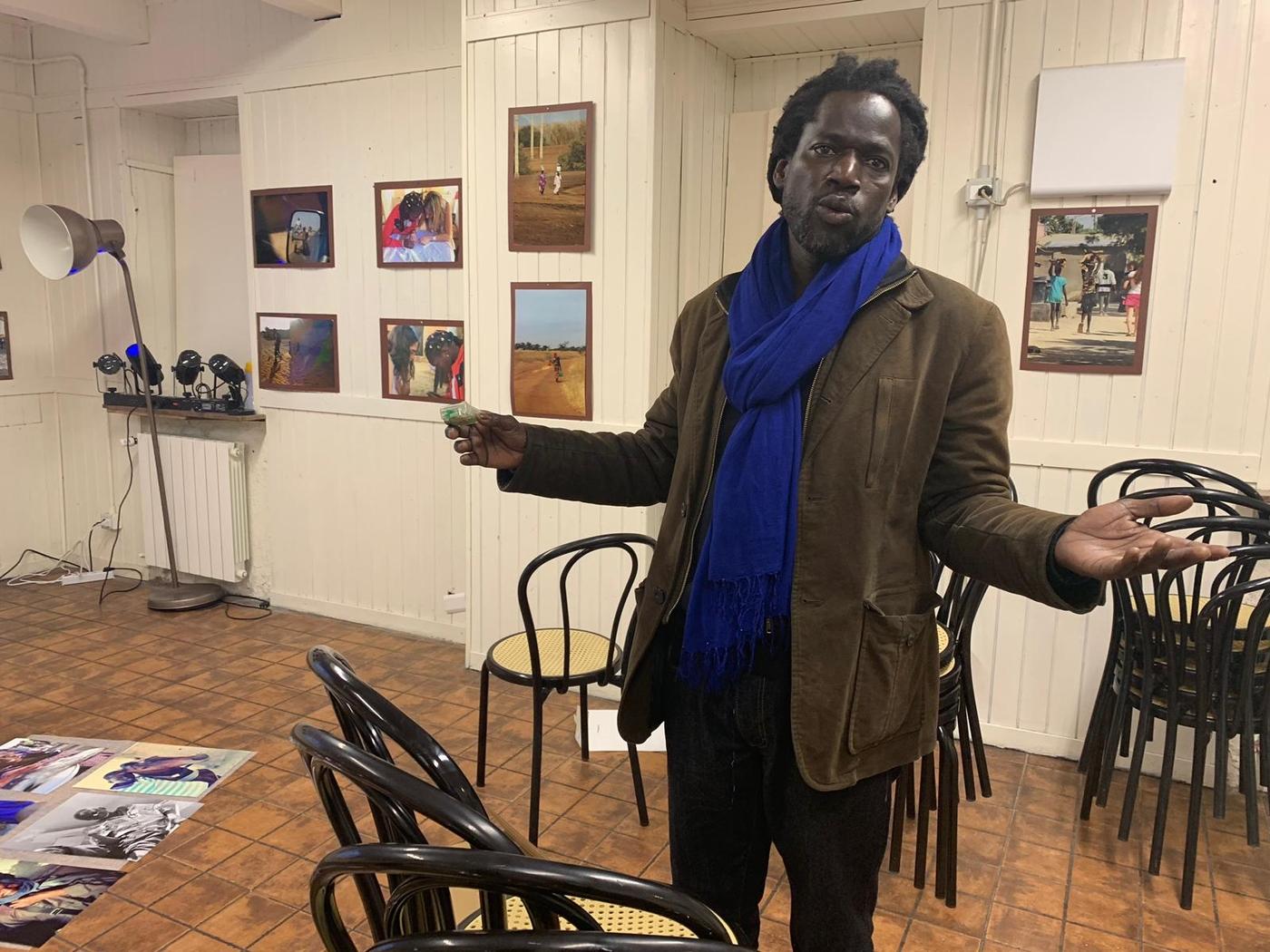 Intercultura - Capitolo 19 Un anno dopo: le attività fioriscono, Moudou Gueye alla sala didattica della CascinaC.I.Q.