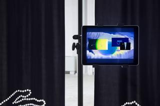"""Workshop e progetto espositivo Academy Awards """"Beg to differ"""", Paolo Brambilla Atlas V, 2015 Installazione audio 3 canali, video 2 canali Foto di Ezio Roncelli"""