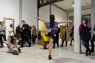Enej Gala, Prefabrick - Walking with Art Prize 2015, Performance di Annamaria Ajmonein occasione dell'opening Foto di Jelena Kostic