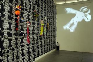 Daniel Gonzalez - Clothes Project, Sono incazzato nero e tutto questo non lo voglio più, Veduta dell'installazione.