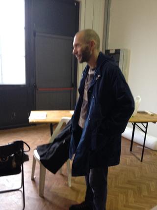 Intercultura - Capitolo 3 La collaborazione, Mihovil Markulin discute i dettagli dell'allestimento
