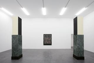 Valentin Carron, Luisant de sueur et de briantine, Installation view Valentin Carron, Kunsthalle Zurich, 2017. Foto di Stefan Altenburger.