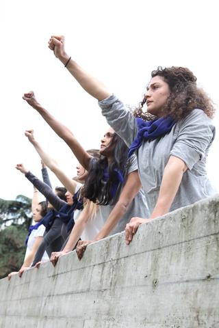 Stage as a social platform | Jérôme Bel, Alexis Blake, Luigi Coppola, Christian Nyampeta, Alexis Blake, We Will Not Be Moved (2016) Foto di Paolo Sacchi