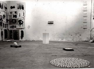 Showroom 95 Mostre laboratorio dall'Archivio, Conoscere, a cura di Alessandra Galletta. Veduta dell'allestimento