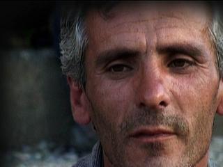 Adrian Paci, Turn On, turn on, 2004, video, color, sound, 3'33''. still.